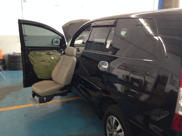 Jok Khusus Penyandang Disabilitas Pada Mobil Tanpa Pintu Sliding